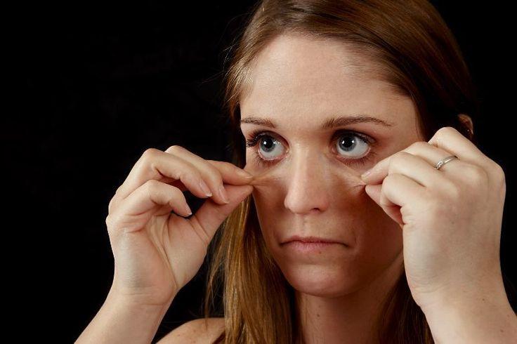 Natürliche Hausmittel gegen Augenringe und gestresste helfen die Augenbeschwerden zu lindern. Mit Hausmitteln eine frische Ausstrahlung ohne Augenringe.