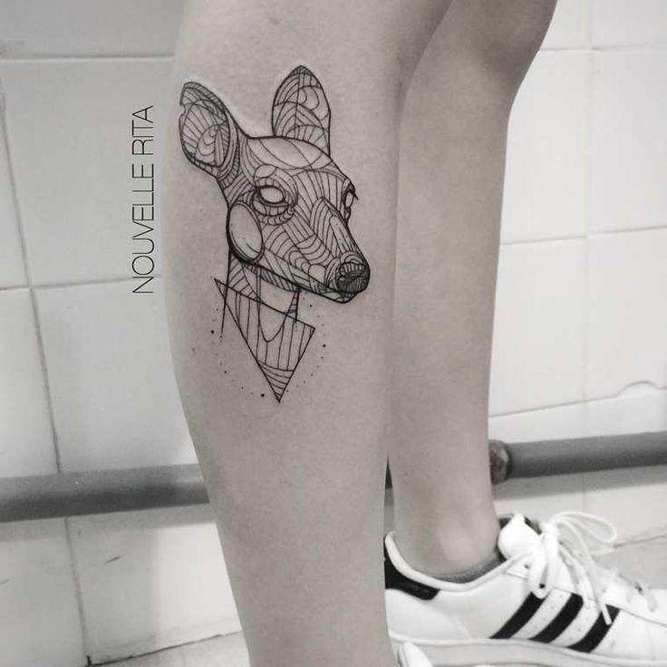 Die geometrischen Tattoos von New Rita