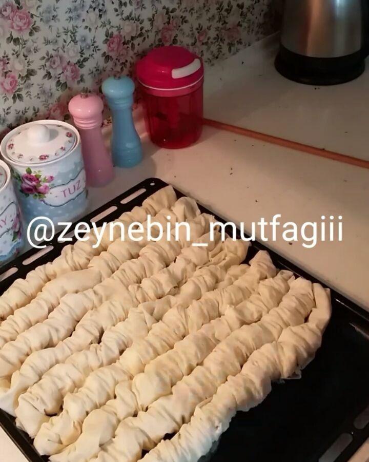 """2,364 Beğenme, 46 Yorum - Instagram'da Zeyneb Aslanboğa (@zeynebin_mutfagiii): """"Kahvaltıya peynirli büzme börek el açması gibi çıtır çıtır tadına doyamayacağınız nefis bir lezzet…"""""""