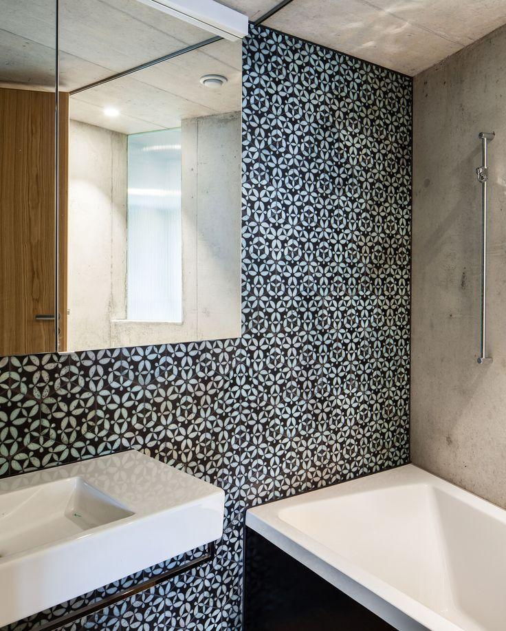 "KARAK designer tiles. KuQua Hex, ""Turkis 02"" glazing with raku firing. Bathroom, M-House, Meier & Hug Architects. Zurich, Swizerland. 2012"