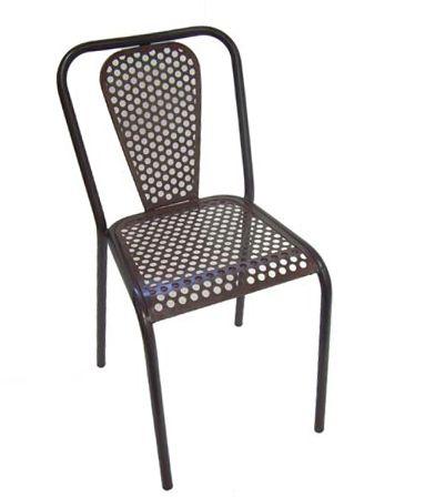 Design: Francisco Segarra Materiale: Sæde og ryg i perforeret jern. Mål: 42x50xh46 / 77cm