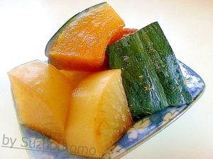 「ほっくりサックリ南瓜と大根の甘煮」甘い南瓜とほんのり苦味の大根が美味しいです。レンジで前処理をしてフライパンで味付けでOK。早めに作れるので煮物の感覚ではないですね。【楽天レシピ】