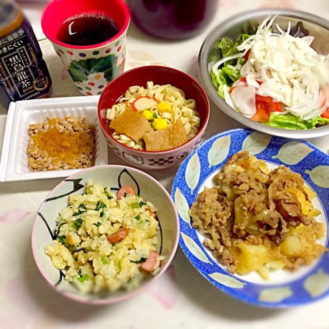 肉じゃが 小松菜とウィンナーの炒飯 サラダ 納豆 マルちゃんカップ麺  何か味噌汁みたいなスープみたいな汁物食べたかったけど作るの面倒くさくて (ˊ● .̫ ●ˋ∩ カップ麺をわけわけ 笑 - 21件のもぐもぐ - 2/11 夕食 by bububu06