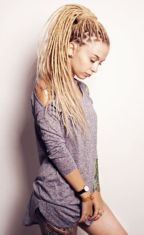 Kristina Wud - A dreadlock blogger that writes in russian. Love her blond asome dreadlocks!