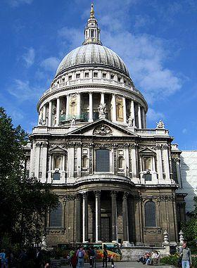 La cathédrale Saint-Paul de Londres a été construite après la destruction de l'ancien édifice lors du grand incendie de 1666.