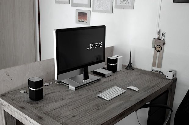 The beautifully simple Mac desk setup of an Electrical Engineering student