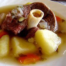 Αυτή η κλασική μαμαδίστικη σούπα έχει μια υπέροχη πυκνή υφή και πεντανόστιμη γεύση! Όσο πιο πολύ και αργά βράσει τόσο καλύτερη γίνεται