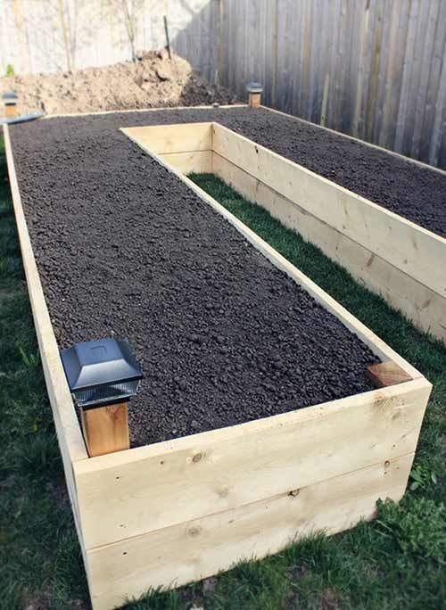 How To Make An Easy-Access U-Shaped Raised Garden Bed - Raised beds are so beneficial for crops, the improved quality of the soil as well as better drain access benefited from a raised garden bed you get easier access and less effort is needed when gardening.