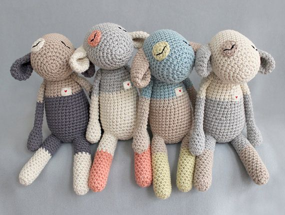 This innocent lambs include (with) in the bed: crochet with yarn - having the same love- or to give as a gift.    The offer is valid for 1 copy of