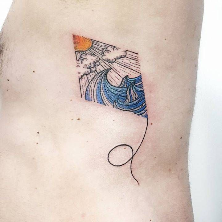 Wave kite tattoo on the left side ribcage. Tattoo artist: Pablo Díaz Gordoa