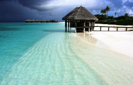Maldivas... I wouldn't mind at all spending long holiday over there :P