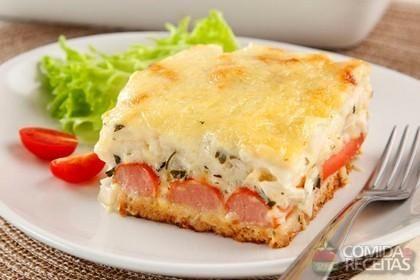 Receita de Torta de pão de forma com creme de palmito e salsicha em receitas de tortas salgadas, veja essa e outras receitas aqui!
