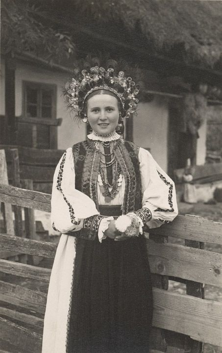 (Romania) Moriaca Girl in Costume Postcard Fetiţă din Moriaca in custum national Foto orig. J. Fischer, Sibiu, 1936