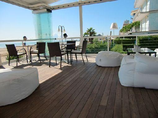 Gardenplaza - Thermoholz-Terrassenböden sind schön, langlebig, funktional und ökologisch - Der optimale Untergrund für die Freiluftsaison