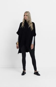 The Alpaca Blend Poncho is the ideal layering piece designed to ward off the winter chill. Its boxy structure allows you build upon your layers making it perfect for long sleeves and light scarves. Featuring a bold neckline, full zip, and a cascading hemline, this poncho is cosy to wear.