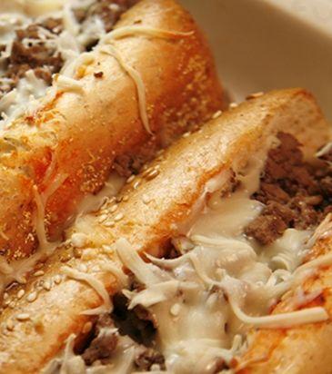 Σάντουιτς με κιμά και τυρί έμενταλ | Γιάννης Λουκάκος