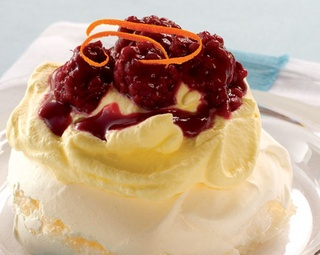 Boysenberry Hot Water Pavlovas http://www.foodinaminute.co.nz/Recipes/Boysenberry-Hot-Water-Pavlovas#