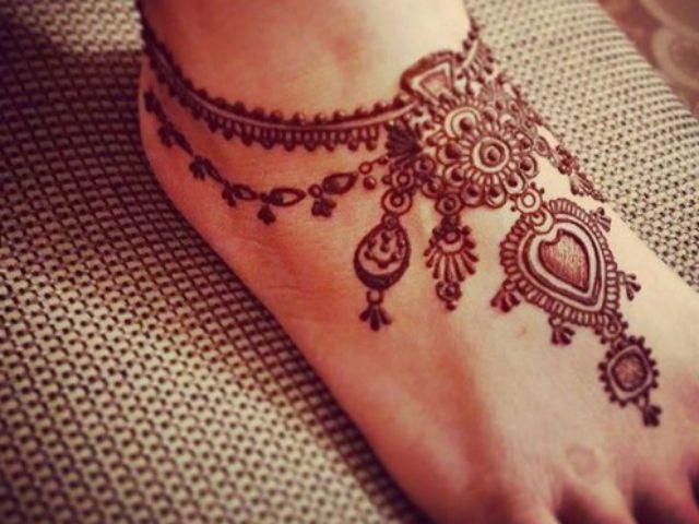 Mehndi Designs Feet N : Attractive gujarati style mehendi designs