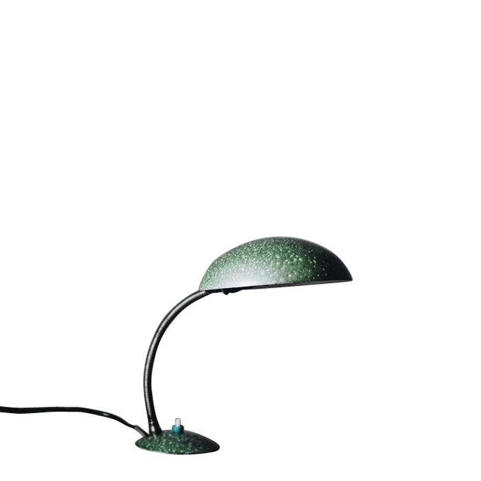 Niewielka lampka biurkowa polskiej produkcji. Powstanie datuje się na okres 1960-1970. Lampka, w odróżnieniu od…