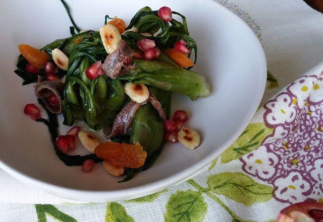Frittomisto: cucina ed emozioni: Insalata di puntarelle con frutta secca ed acciugh...
