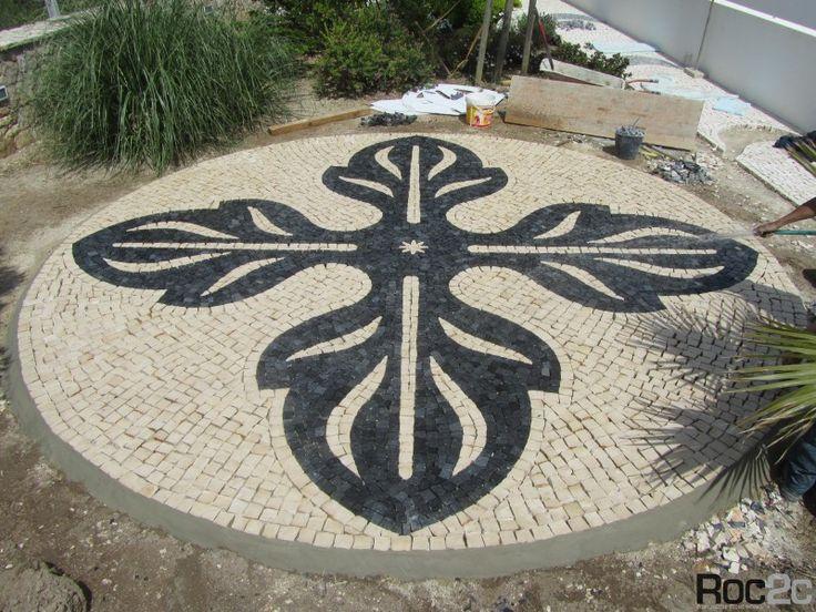 Terraço em calçada no centro de jardim de moradia privada, Óbidos | Roc2c pavement
