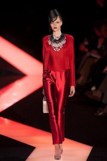 Completo rosso Armani Prive - Vestito da invitata a una cerimonia rosso fuoco con pantalone lucido