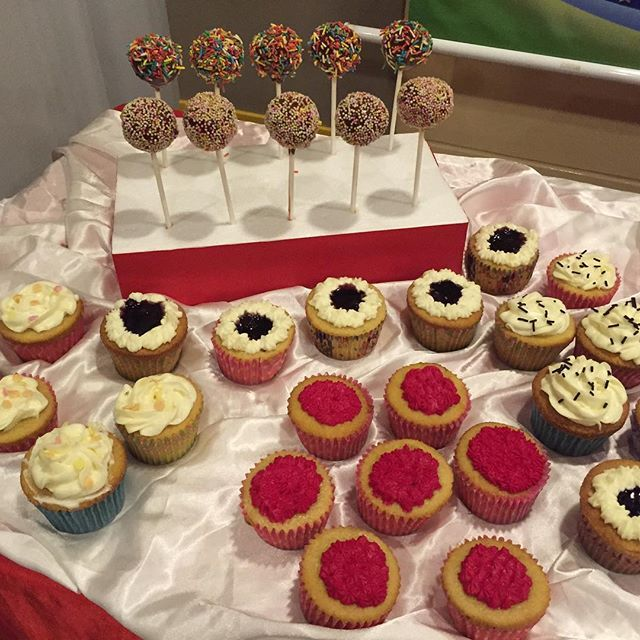 #cakepops and #cupcakes #Jollibee #happybakerdelights