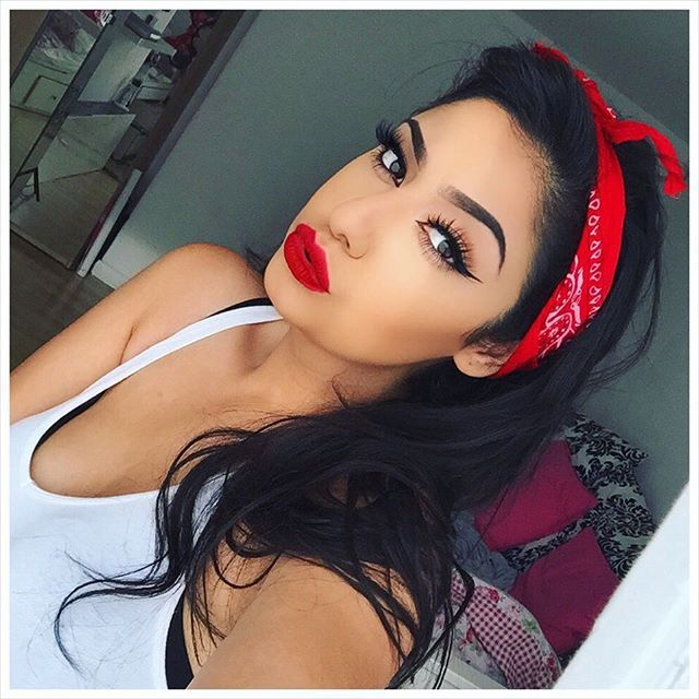 A mix of pin up girl & chola makeup look  ❤️ Lips: #anastasiabeverlyhills 'sarafine' liquid lipstick ❤️ lashes: #hudabeauty 'scarlett' ❤️ Eyeliner: maybelline eyestudio gel eyeliner in black ❤️ Brows: ABH dipbrow pomade 'medium brown' ❤️ Foundation: loreal pro matte infallible shade 107 ❤️Contour: ABH contour kit in shades 'fawn' & 'havana'