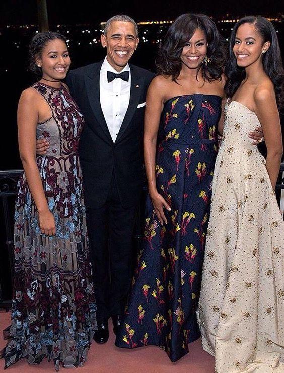 Elegante familia de los Obamas.