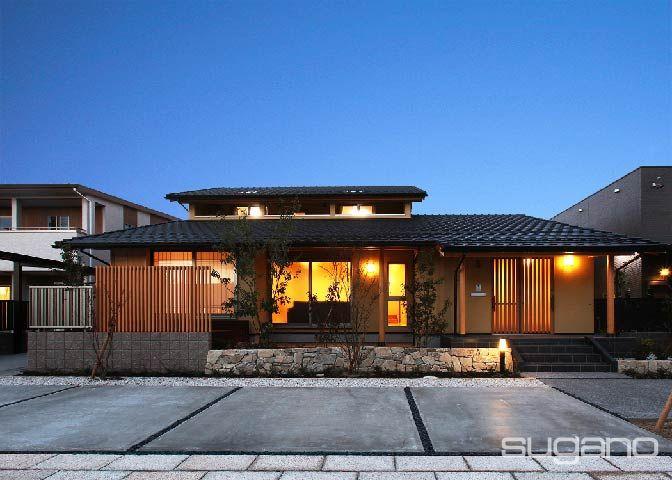 夜景がきれいだと近所で評判になっています。#和風建築 #和風住宅 #外観 #家づくり #菅野企画設計