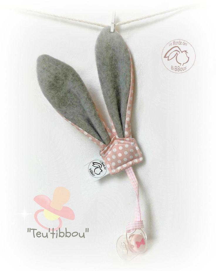 Attache sucette .Oreilles lapin .Tissu coton rose pois blanc, polaire gris.Original.Fait main. : Puériculture par kore-and-co