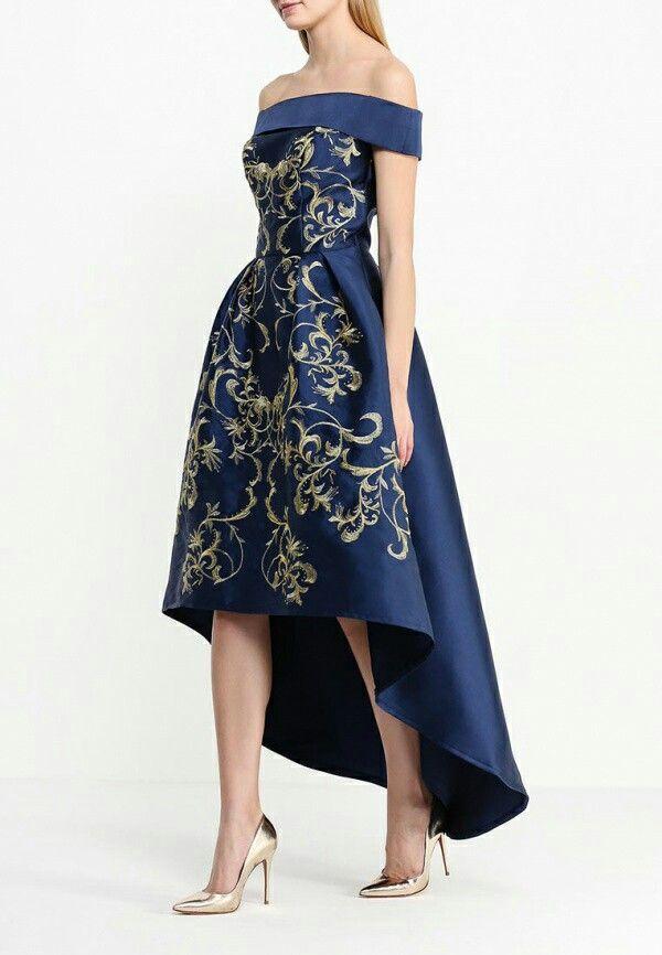 Стильное вечернее платье глубокого синего оттенка с витьеватым золотистым рисунком Золотистые туфельки и клатчик отлично смогут дополнить ваш образ и сделать его более ярким Аксессуары черного цвета сделают ваш образ более строгим и сдержанным ✒ Все завит от того, на какое мероприятие вы идете. Вечерние платья