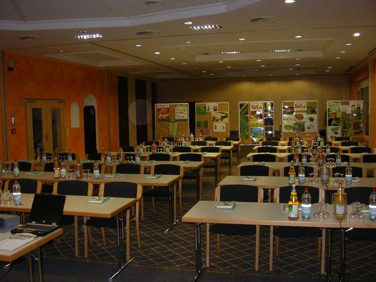 Raum Regent IV alles fertig vorbereitet die Teilnehmer können kommen  oder Ihr Tagungsraum klimatisiert in der Schwäbischen Toskana Ihr Tagungshotel in Heilbronn unweit von Stuttgart und dem Autobahnkreuz Weinsberg wir haben sicherlich auch den richtigen Raum für Ihre Veranstaltung