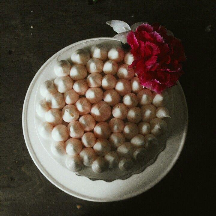 Cake. Lemon filling. Cake decorating. Flowers. Buttercream. Birthday cake. Dessert. Birch+Baker