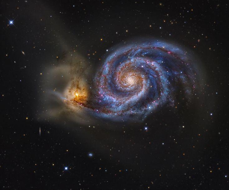 M51 (NGC 5194 y NGC 5195) (La Galaxia del Remolino). Su belleza innegable explica su reconocimiento como una verdadera joya del cielo nocturno. La Galaxia Remolino es una de las más brillantes Galaxias del firmamento.  Imagen: J Ray gabany.