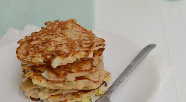 Hartige preikoekjes - Eigenlijk zijn deze preikoekjes gewoon pannenkoeken met prei. Alleen klinkt dat niet lekker en dat zijn ze wel. Ik maak regelmatig koekjes van mijn restjes groente. Het is de perfecte manier om restjes op te maken.