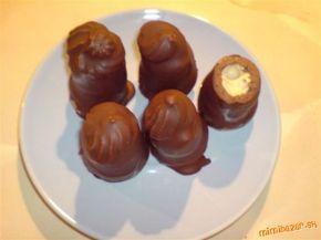 Likérové špice recept na požiadanie Okruhle detske piskoty, 90 ml vody, 1 PL solamylu, 80 g krystaloveho cukru, 125 g cokolady na varenie (alebo Milky kto ma rad mliečnu), 125 g 100% stuzeneho tuku (napr. CERA) ***** NAPLN: vajecny, karamelovy alebo iny liker, prášková slahačka. ***** POLEVA: cokolada, CERA ***** Ideálne množstvo na odskúšanie, keď sa Vám zapáčia, odporúčam množstvá násobiť 3mi alebo 4mi.