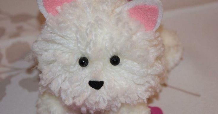 A partir de pompones de lana podemos realizar preciosos peluches para los niños. ¿Lo vemos?