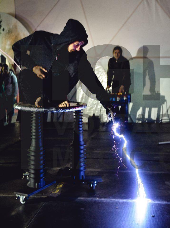Show of force http://www.highvoltagemagic.cz/milion-volt-man/#!