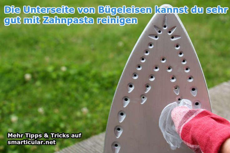 Unterseite von Bügeleisen mit Zahnpasta reinigen