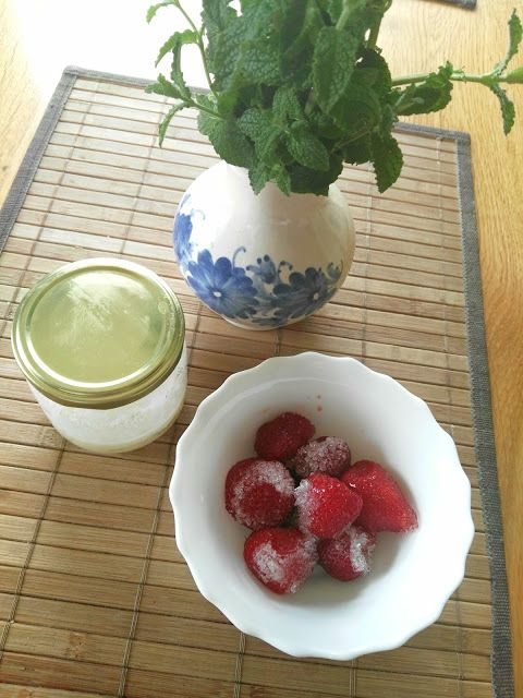Domácí mátovo-jahodová limonáda, za tepla i studena #homemade #limonade #mata #strawberries #diy #recipe #drink #drinking #summer  #chilly #easy #tasty #yummy #food #healthly