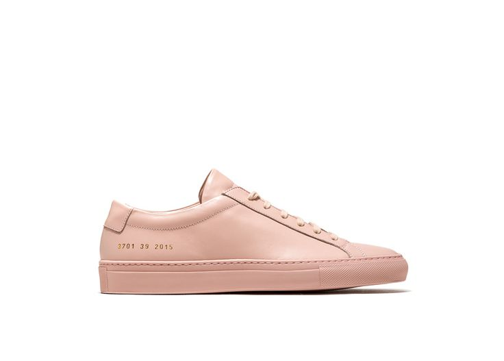 ACHILLES LOW SNEAKERS COLOR BLUSH PINK-made in italy blush pink calfskin achilles low sneakers. color co-ordinated cotton laces. gold-tone size and style code at lateral side. leather insole featuring the common project logo. 2 cm high seamed sole in rubber.