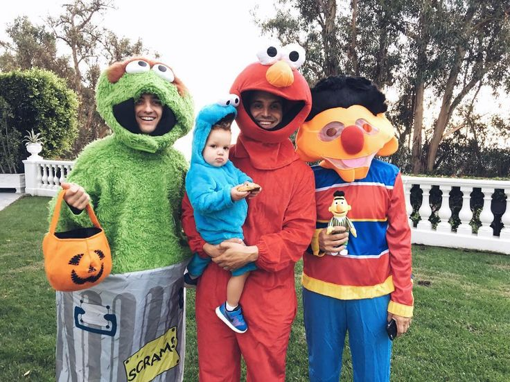 "1,132 Likes, 16 Comments - Robbie Rogers (@robbierogers) on Instagram: ""The whole gang is here!! HAPPY HALLOWEEN 🎃"""
