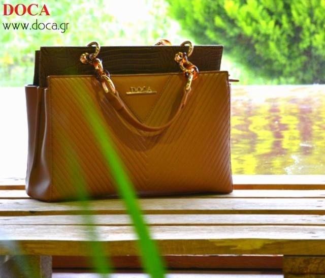 #DOCA #SS15 Collection Καθημερινή #τσάντα τετράγωνη σε κάμελ χρώμα με γκρι λεπτομέρεια από δέρμα φιδιού και χρυσή αλυσίδα στο χερούλι. Διαθέσιμη στο Online Shop: https://www.doca.gr/el/anoixi-kalokairi-15/tsantes/kathimerines-tsantes-ss15/10122-kathimerini-tsanta-kamel-detail.html