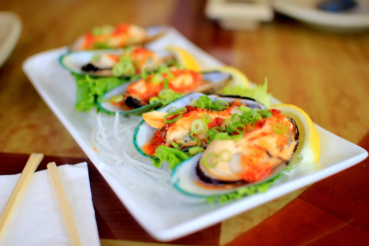 steamed green mussels with spicy sauce | Sushi House in Alameda