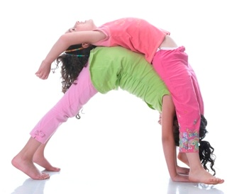down dog/back bend partner pose  yoga para niños yoga en