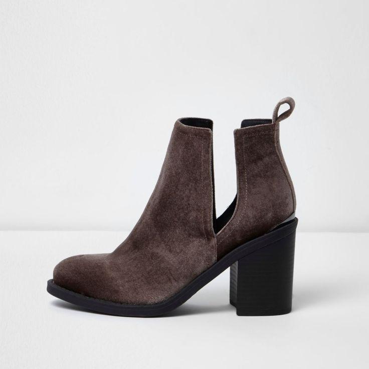 Velvet fabric Round toe Cut out side detail Block heel Heel: 8.5cm