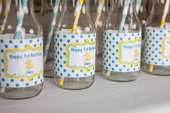 Bouteille d'eau Party anniversaire Rubber par getthepartystarted, $9.00