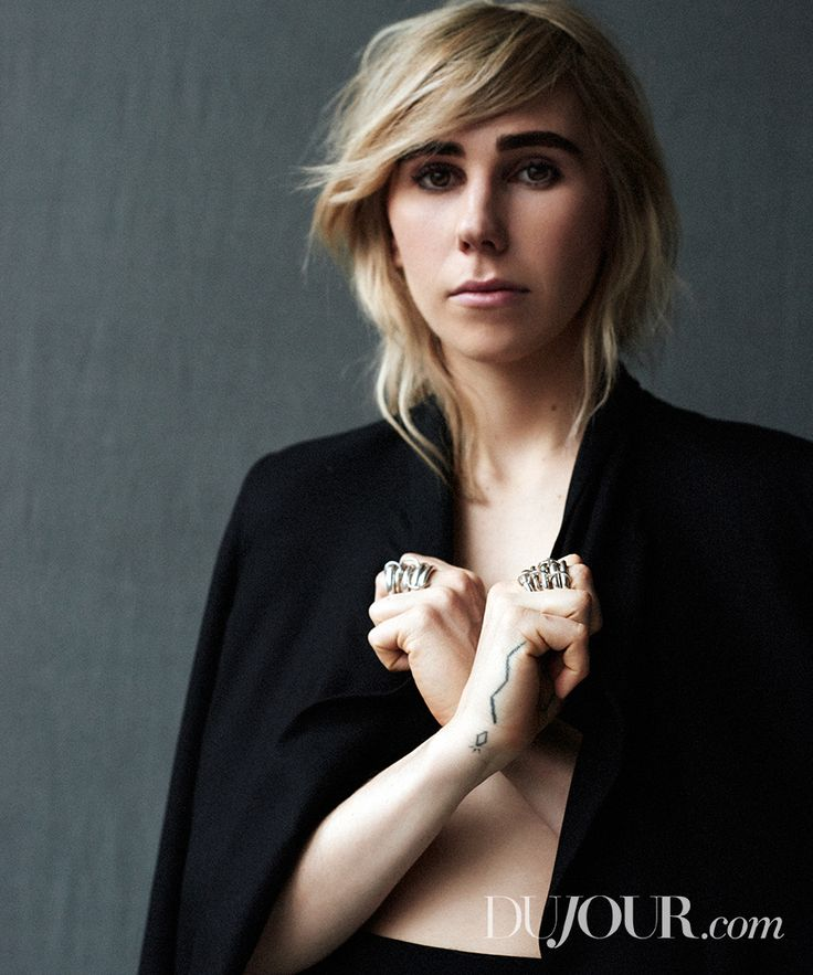 """HBO """"Girls"""" Zosia Mamet in The Row's suit and Spinelli Kilcollin's Vela rings."""