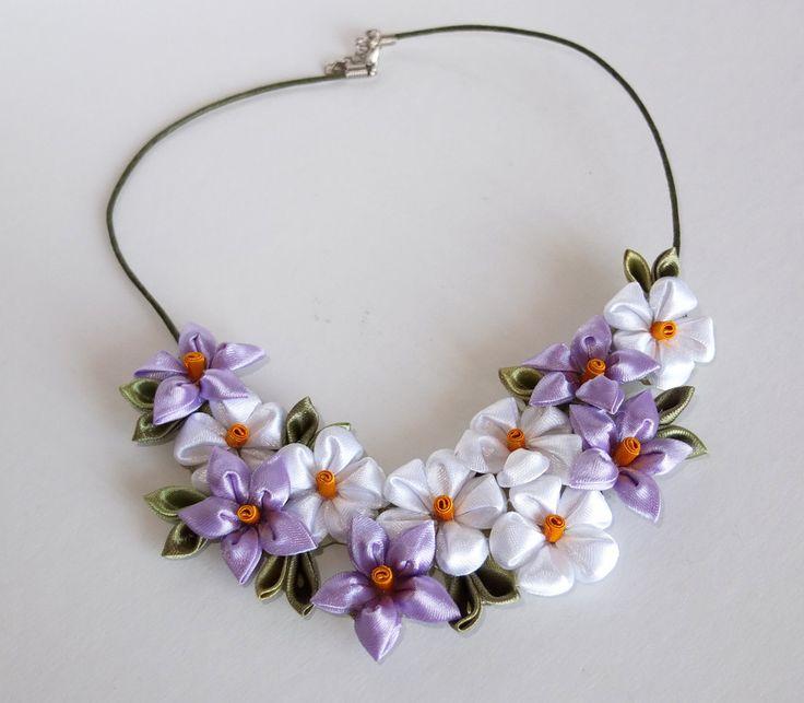 "Collana kanzashi fatta a mano "" Tanti fiori bianchi e lilla"", by kanzashi di Tatiana, 15,00 € su misshobby.com"